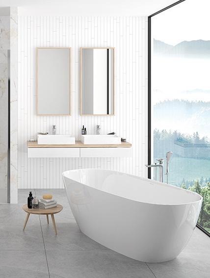 Łazienka z marmurem i drewnem
